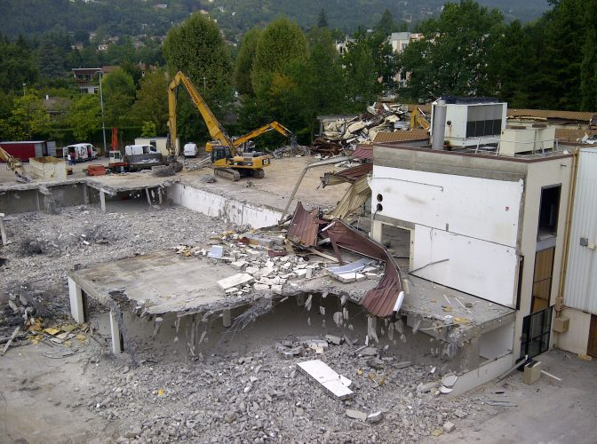 DECONSTRUCTION ET DÉSAMIANTAGE MAGASIN +BATIMENTS ADMINISTRATIFS  ROCHE DIAGNOSTICS à MEYLAN