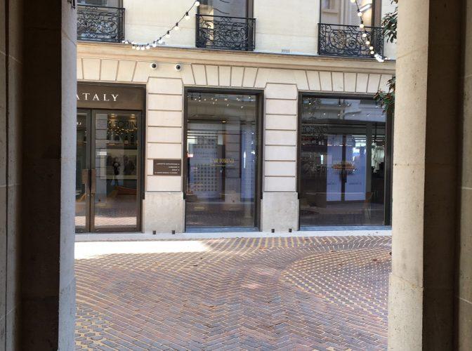 Réhabilitation d'un ensemble immobilier en boutiques et commerces BHV Les marais à Paris